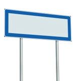 Señal de tráfico aislada, espacio vacío en blanco de la copia del poste indicador, letrero grande de la información de los posts  Fotografía de archivo