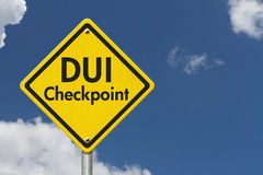Señal de tráfico amarilla de la carretera del punto de control del DUI de la advertencia Fotografía de archivo libre de regalías