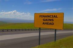 Señal de tráfico amarilla del ` de los beneficios financieros del ` a continuación imágenes de archivo libres de regalías
