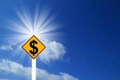 Señal de tráfico amarilla del Rhombus con la muestra de dólar dentro Fotos de archivo