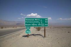 Señal de tráfico de Death Valley Fotografía de archivo libre de regalías