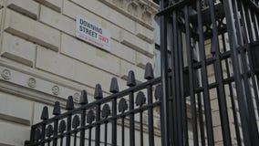 Señal de tráfico de Downing Street, Londres, Inglaterra, Reino Unido metrajes