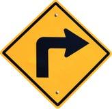 Señal de tráfico de giro a la derecha amarilla Fotos de archivo libres de regalías