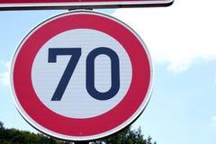 señal de tráfico de 70 kilómetros, Alemania Fotos de archivo