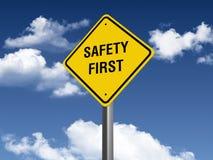 Señal de tráfico de la seguridad primero Imagenes de archivo