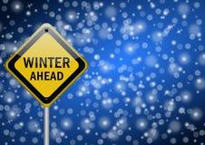 Señal de tráfico del invierno a continuación ilustración del vector