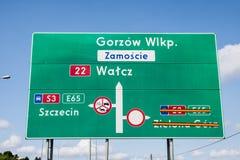 Señal de tráfico, dirección de conducción Foto de archivo