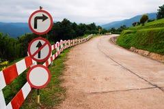 Señal de tráfico en el camino de la curva Imagen de archivo