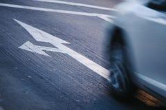 Señal de tráfico en el pavimento Imagen de archivo