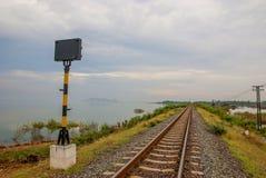 Señal de tráfico en la manera Tailandia Imágenes de archivo libres de regalías