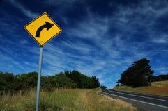 Señal de tráfico en un camino Foto de archivo libre de regalías