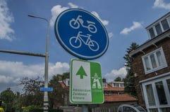 Señal de tráfico en Weesp los Países Bajos Foto de archivo