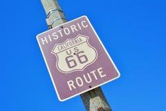 Señal de tráfico histórica de California Route 66 Foto de archivo
