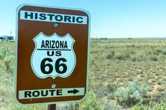 Señal de tráfico histórica de Arizona Route 66 Imagenes de archivo
