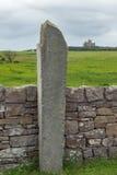 Señal de tráfico Irlanda hecha de piedra Foto de archivo libre de regalías
