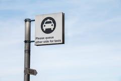 Señal de tráfico: Logotipo del taxi Imagen de archivo libre de regalías