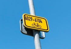 Señal de tráfico - marca Imagenes de archivo