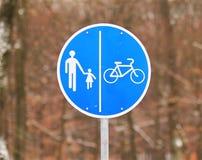 Señal de tráfico para el peatón y la bicicleta Fotos de archivo libres de regalías