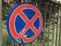 señal de tráfico prohibida de la detención Imagen de archivo libre de regalías