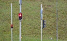 Señal de tráfico que prohíbe el cruzar del camino Imagen de archivo libre de regalías
