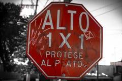 Señal de tráfico roja Imagen de archivo