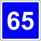 señal de tráfico sugerida 65 de la velocidad Fotos de archivo
