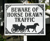 Señal de tráfico traída por caballo Fotografía de archivo libre de regalías