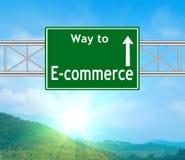 Señal de tráfico verde del comercio electrónico Imagen de archivo