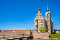Señal del castillo de Rosenborg en la ciudad de Copenhague, Dinamarca fotos de archivo