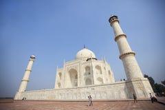 Señal del mausoleo de Taj Mahal situada en Agra, Indi Fotos de archivo
