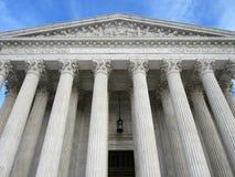 Señal del Tribunal Supremo en la puesta del sol fotos de archivo libres de regalías