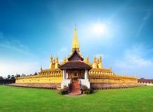 Señal del viaje de Laos, wat de oro Phra de la pagoda que Luang Imagen de archivo libre de regalías