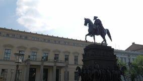 Señal europea, estatua ecuestre de Frederick el grande almacen de metraje de vídeo