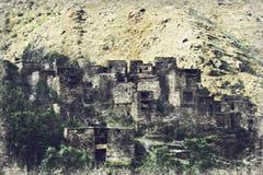 Señal famosa de Hevsureti en Georgia - ruinas del vill medieval ilustración del vector
