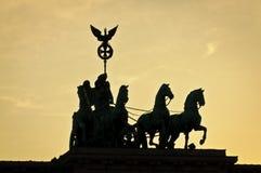 Señal famosa de la puerta de Brandeburgo en Berlín Imagen de archivo