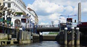 Señal Hamburgo - arcadas en la ciudad Hall Square Fotos de archivo libres de regalías