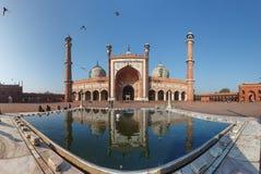 Señal india - mezquita de Jama Masjid en Delhi. Panorama Imagenes de archivo