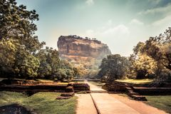 Señal Sri Lanka de la UNESCO de la montaña de la roca del león de Sigiriya fotografía de archivo libre de regalías