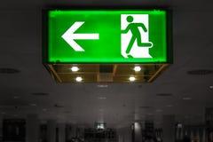 Señal verde de la salida Imágenes de archivo libres de regalías