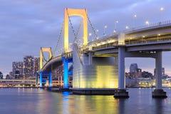 Señales crepusculares de Tokio, puente del arco iris de Tokio Fotografía de archivo