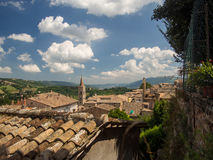 Señales de Italia vista panorámica de Urbino, sitio III de la UNESCO Imagen de archivo