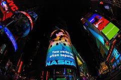 Señales de neón del Times Square en la noche Fotografía de archivo