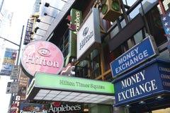Señales de neón en Times Square Foto de archivo