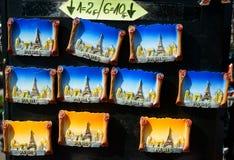 Señales de París de los imanes del recuerdo Imágenes de archivo libres de regalías