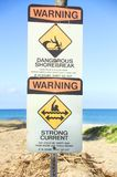 Señales de peligro de la playa de Hawaiin Imágenes de archivo libres de regalías