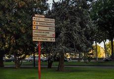 Señales de tráfico en Lérida, España Foto de archivo libre de regalías
