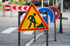 Señales de tráfico, obras viales Imagenes de archivo
