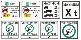 Señales de tráfico reguladoras en Quebec - Canadá Imagen de archivo libre de regalías