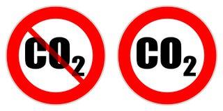 Señales de tráfico rojas del círculo que prohíben la entrada de los vehículos que emiten el gas del CO2 imagenes de archivo