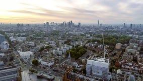 Señales icónicas del paisaje urbano de la salida del sol de Londres de la visión aérea Imágenes de archivo libres de regalías